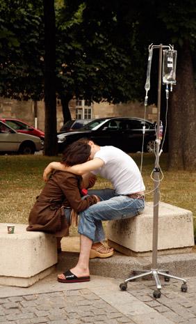 A couple taking a break outside the Hospital St. Louis, Paris. (© Owen Franken)