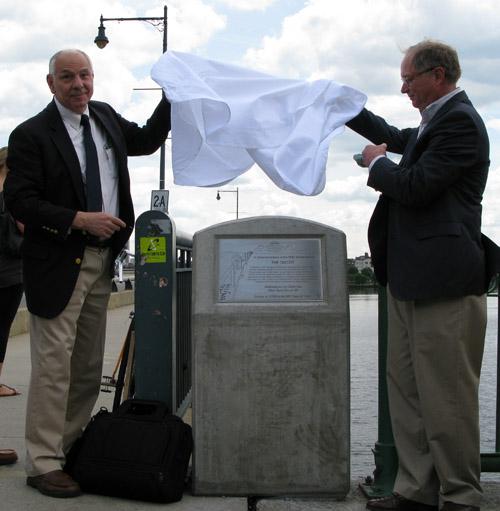 Ta da! The plaque was unveiled by Class of 1962 President Mead Wyman and Director of FSILG Alumni Relations Bob Ferrara '67.