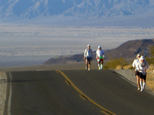 Hung Ng (back right) at the Badwater Ultramarathon in Death Valley, California