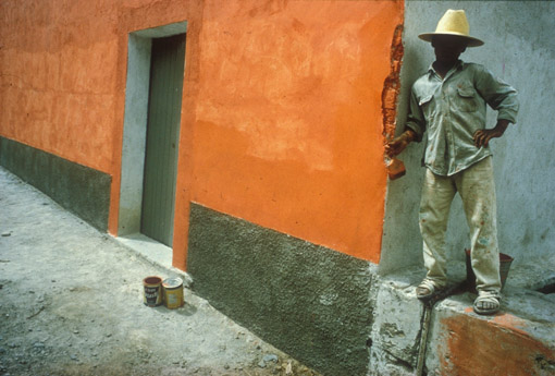 Painting a wall in Oaxaca, Mexico (© Owen Franken).