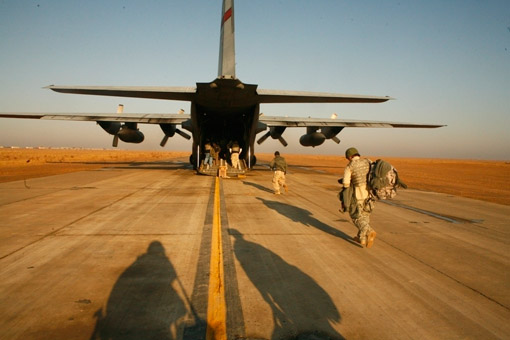 Boarding a USO flight in Tikrit, Baghdad (© Owen Franken).
