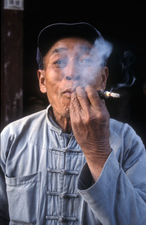 A Chinese smoker in Suzhou